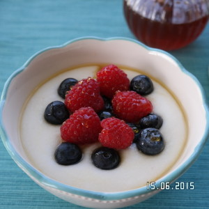 Mieliepap with fresh berries and honey