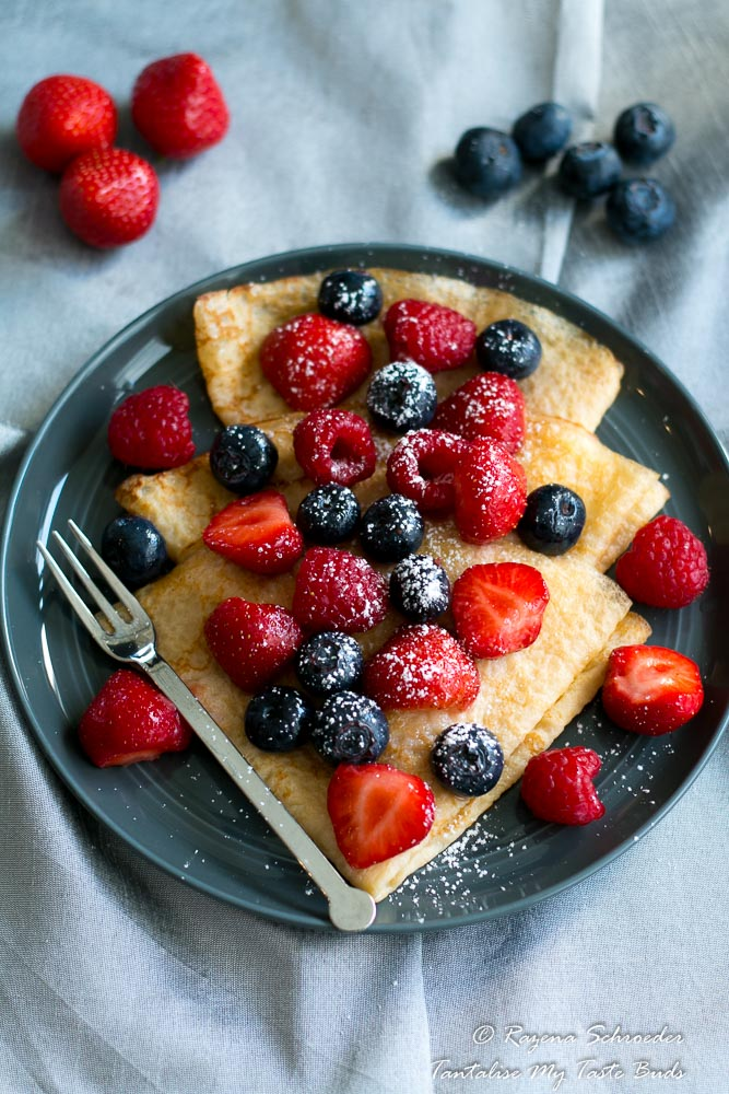 Pannekoek with berries