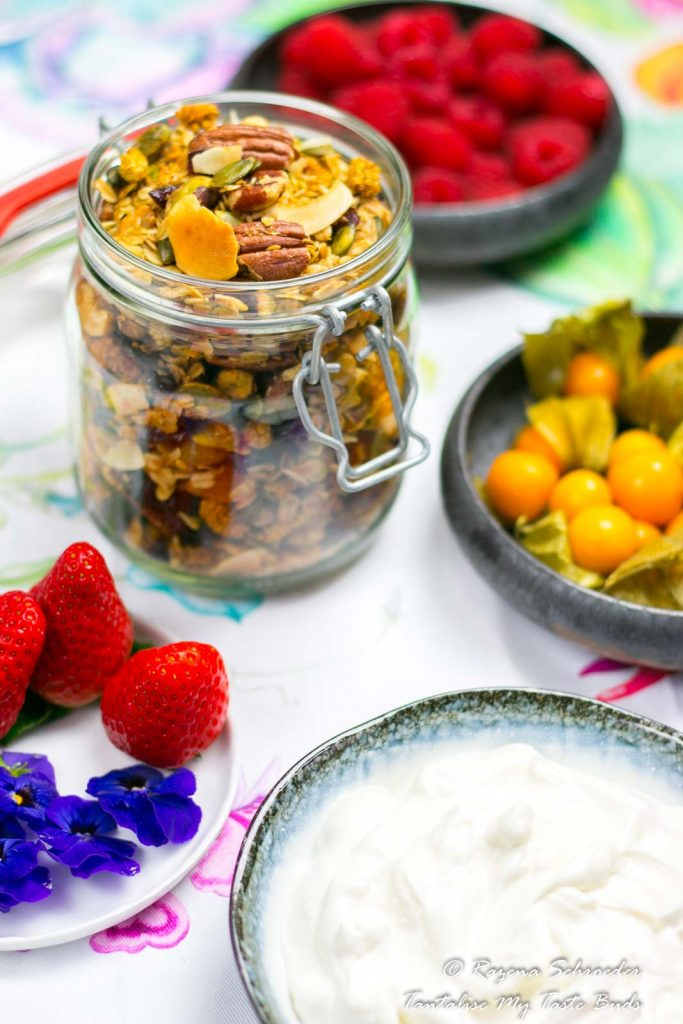 Greek yogurt and granola with berries