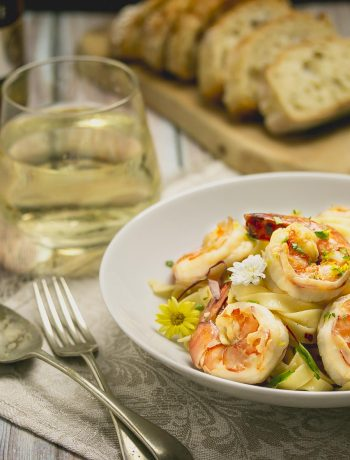 Tagliatelle with garlic and chili prawns