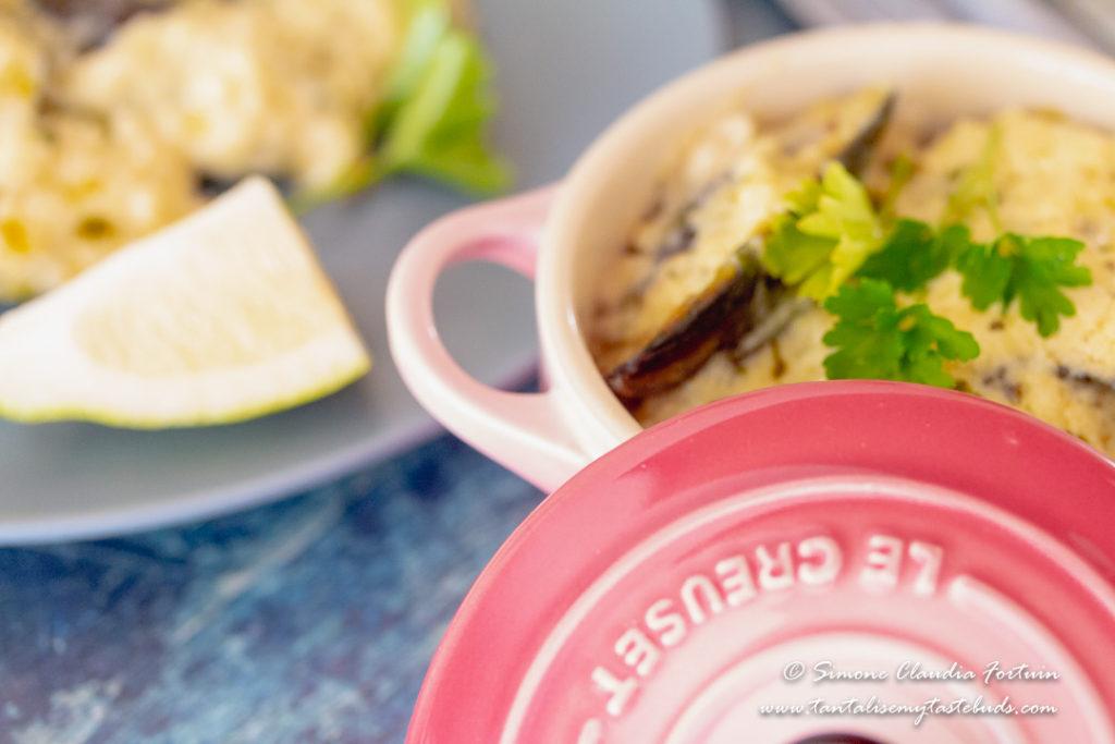 Creamy lemon garlic sauce with black mussels