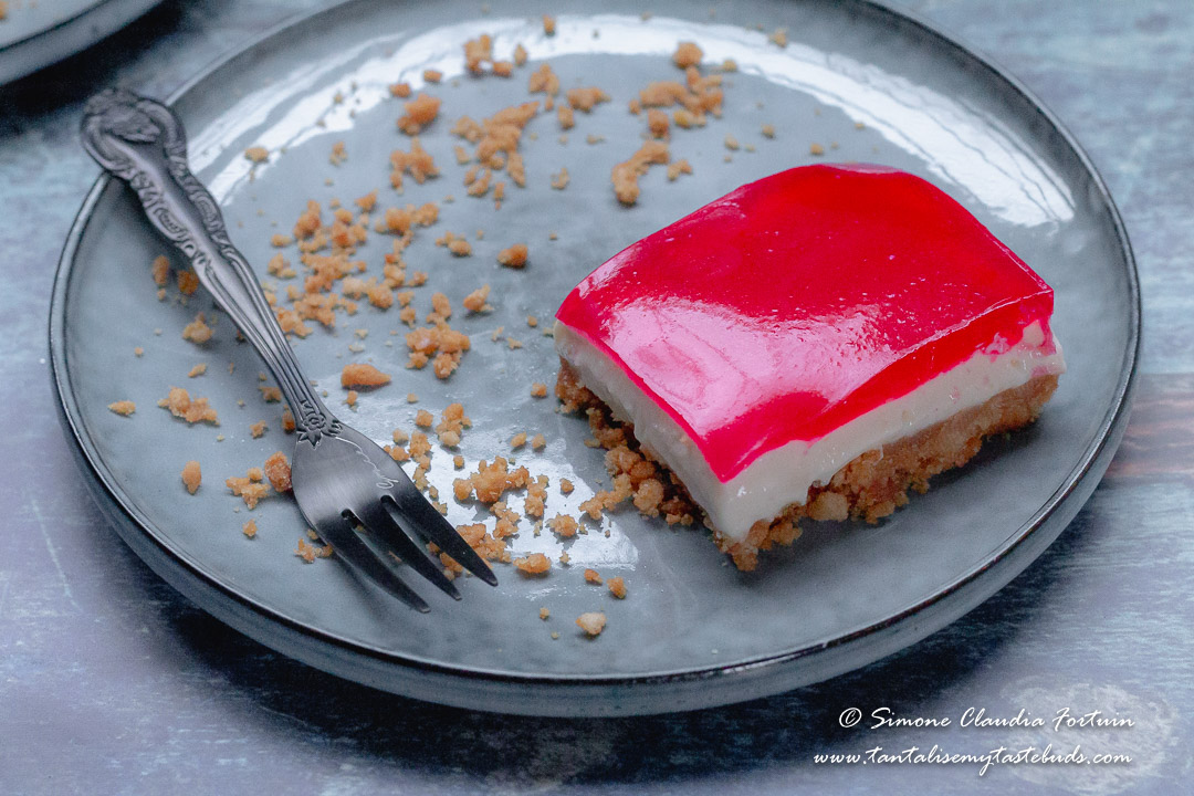 No Bake Strawberry Jelly Cheesecake Slice